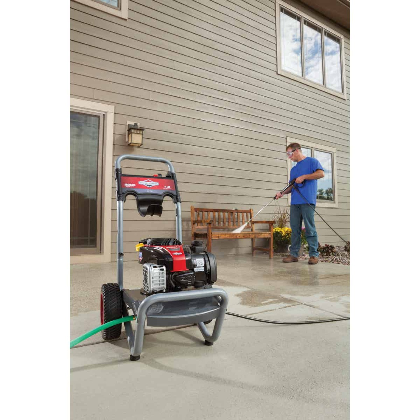 Briggs & Stratton 2200 psi 1.9 GPM Cold Water Gas Pressure Washer Image 2